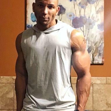 bodybuilder online dating hekte Muay Thai pris