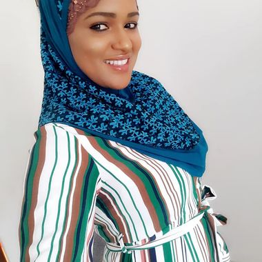 Femei din Senegal se datoreaza site- ului